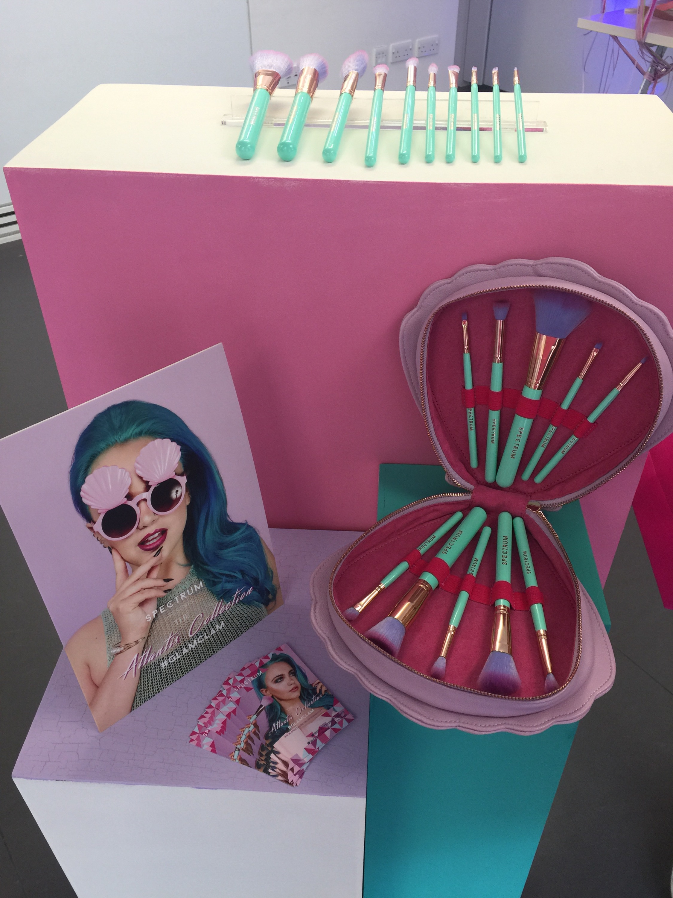 spectrum mermaid makeup brushes. i was lucky enough to be at the launch for spectrum collections latest makeup brush set! what a magical evening we all had, filled with lots of mermaid fun brushes